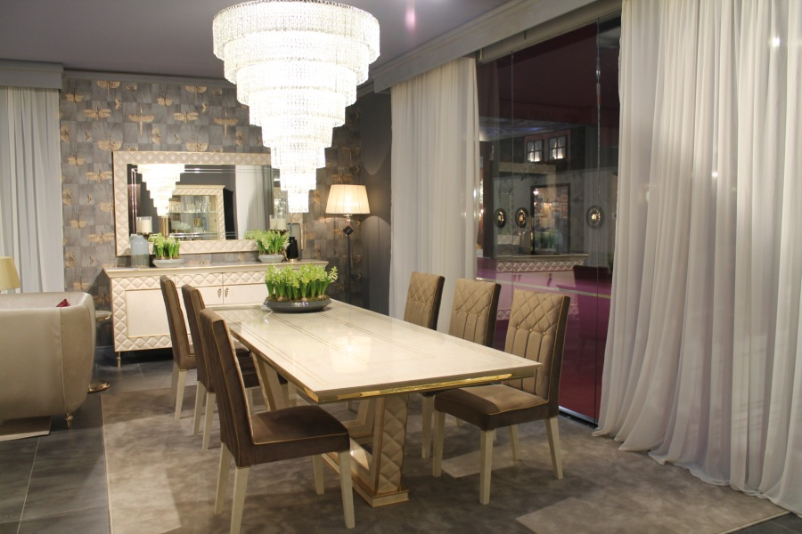 Contemporary dining table: ideal size