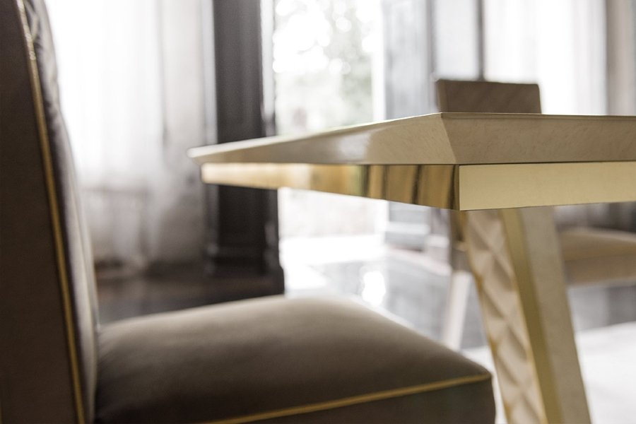 Contemporary dining table: Diamante Collection