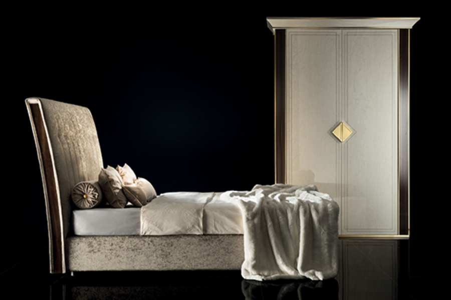 Contemporary bedroom sets: Spacious and refined wardrobe
