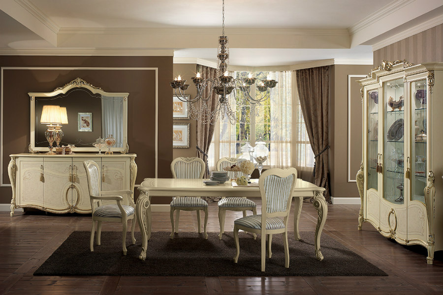 Best upholstery fabrics for dining room chairs: discover the finest fabrics 6