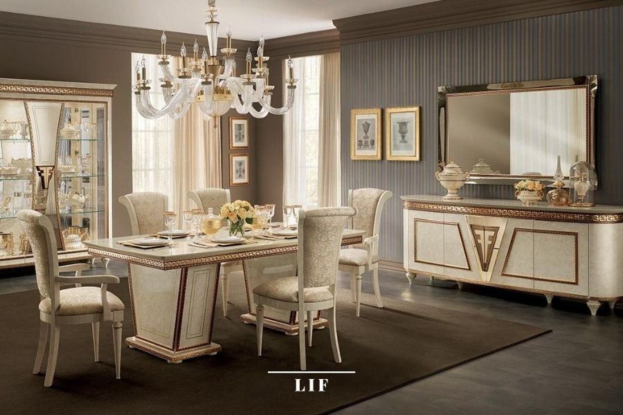 Neoclassic dining table: wallpaper