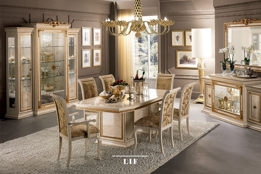 Neoclassic dining table: sixe of the room