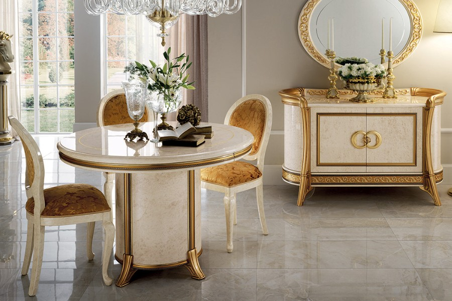 Lightness and elegance of a Renaissance style living room: the Donatello Collection 2