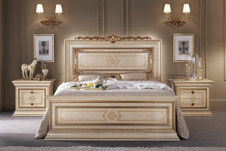 Creating-a-sophisticated-space-with-Arredoclassic-elegant-bedroom-sets-2 (1)-1