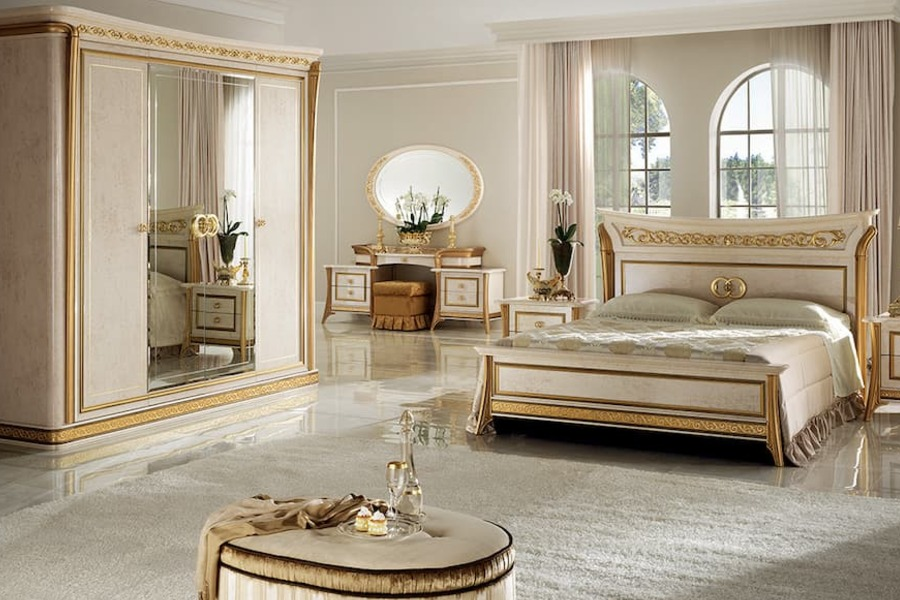 What are the main features of the neoclassical furniture style?